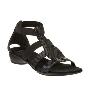 Munro black snakeskin gladiator sandals 8